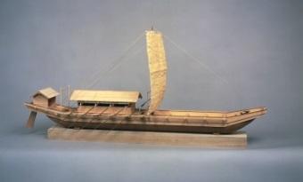 鎌倉時代の準構造船模型(船の科学館蔵)